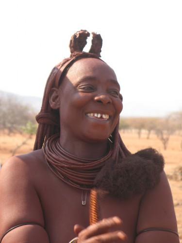 Mujer himba en Namibia