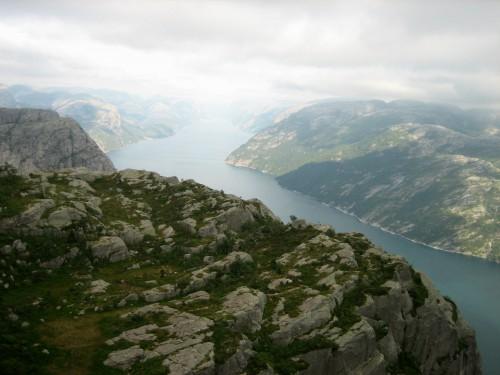 Vistas del fiordo de la Luz desde el Púlpito en Noruega