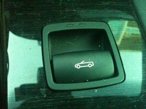 Botón para descapotar el coche