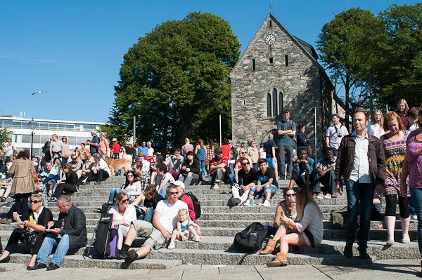 Los parroquianos de Stavanger prefieren rendirle culto al sol