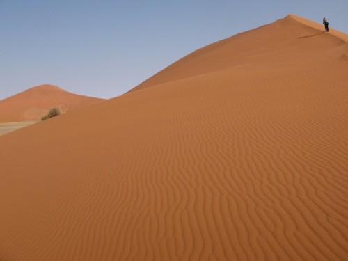 Subiendo la duna 45 de Sossusvlei en Namibia