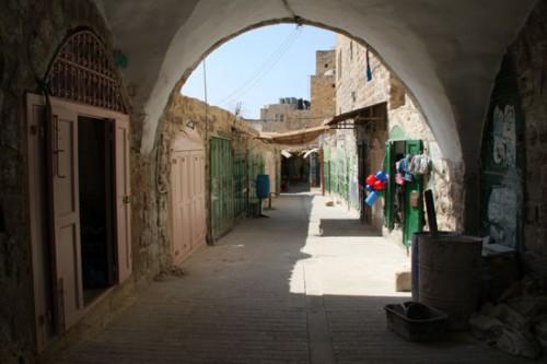 Negocios palestinos cerrados en el zoco de Hebrón