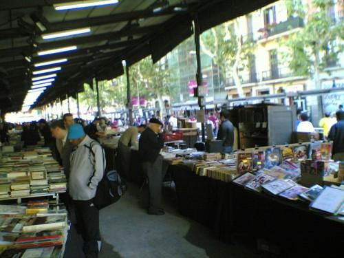Mercat de Sant Antoni de Barcelona un domingo