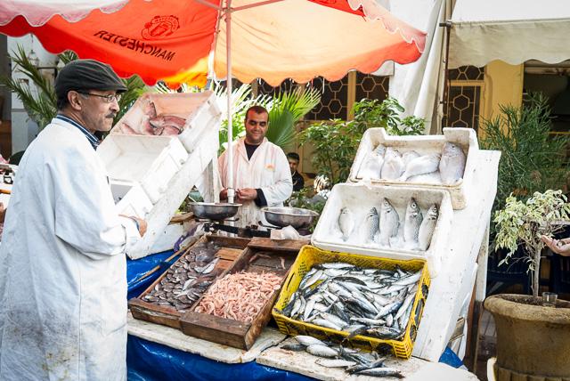 Puesto de pescado en el Mercado Central de Casablanca