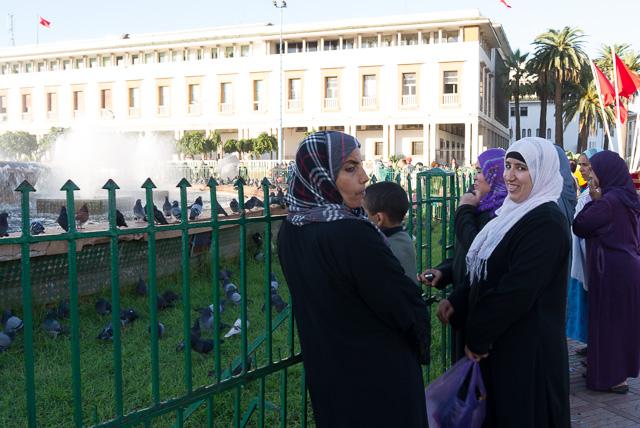 Miradas cómplices en la Place de Mohamed V