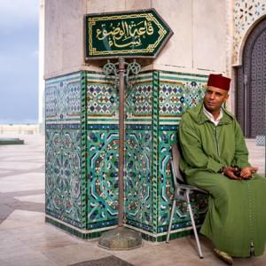 Guardia en la Mezquita Hassan II de Casablanca