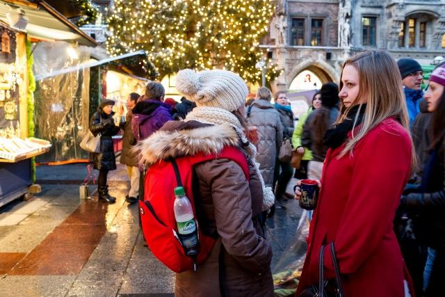 Tomando glühwein en Marienplatz de Múnich