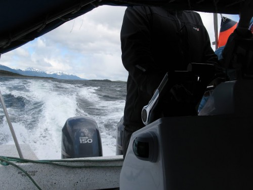 Cruzando el canal Beagle hacia la isla Martillo