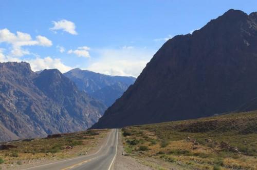 Carretera de Argentina a Chile entre los Andes