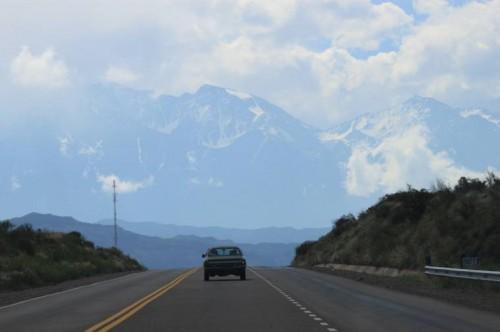 Conduciendo hacia los Andes en Mendoza