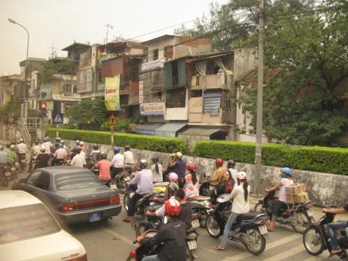 Tráfico un día cualquiera en Hanoi