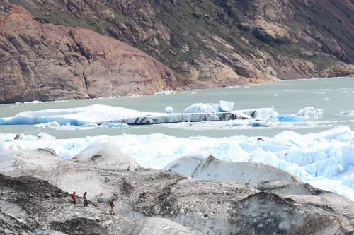 Otro grupo haciendo ice trekking en el glaciar de Viedma