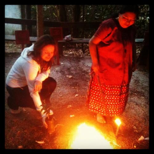 Participando en un ritual maya en los bosques del lago Atitlán @3viajes