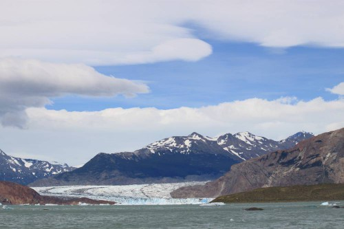 Vista frontal del glaciar de Viedma desde el lago de Viedma