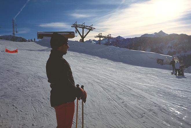 Pararse a contemplar la naturaleza nevada de los Pirineos