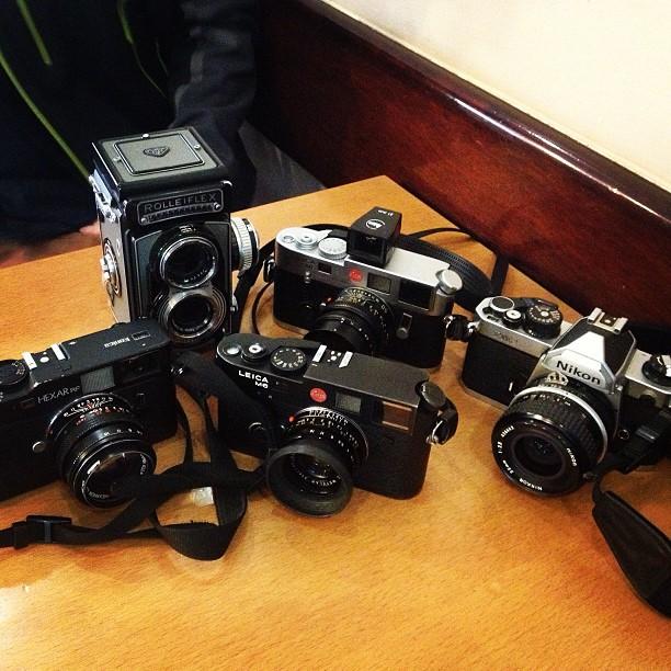 Nuestro equipo de cámaras analógicas. Foto por Rafa Pérez