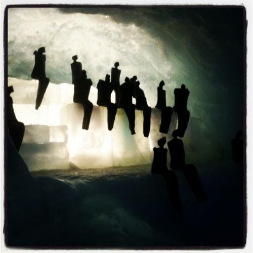 Esculturas locales dentro de la cueva de Saas-Fee @3viajes