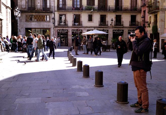 Alfons Rodríguez con su Leica M6 + Voigtlander 24mm, en pleno barrio gótico de Barcelona