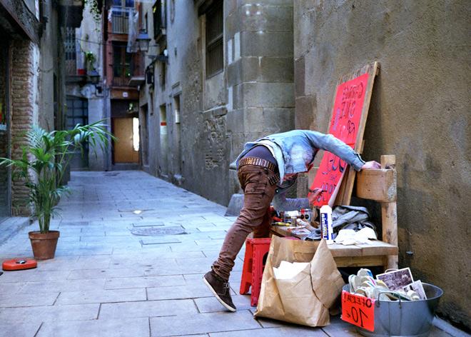 Artista callejero cerca de la Rambla de Barcelona