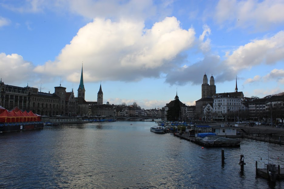 Vistas desde el Quaibrücke de Zurich