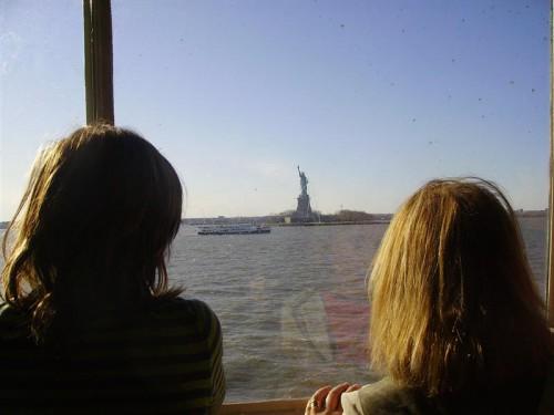 Estua de la libertad desde el Ferry de Staten Island