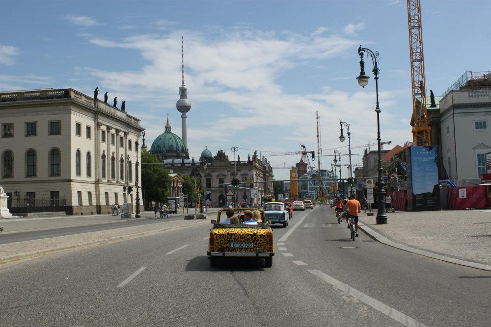 Llegando a Alexanderplatz con nuestro Trabant