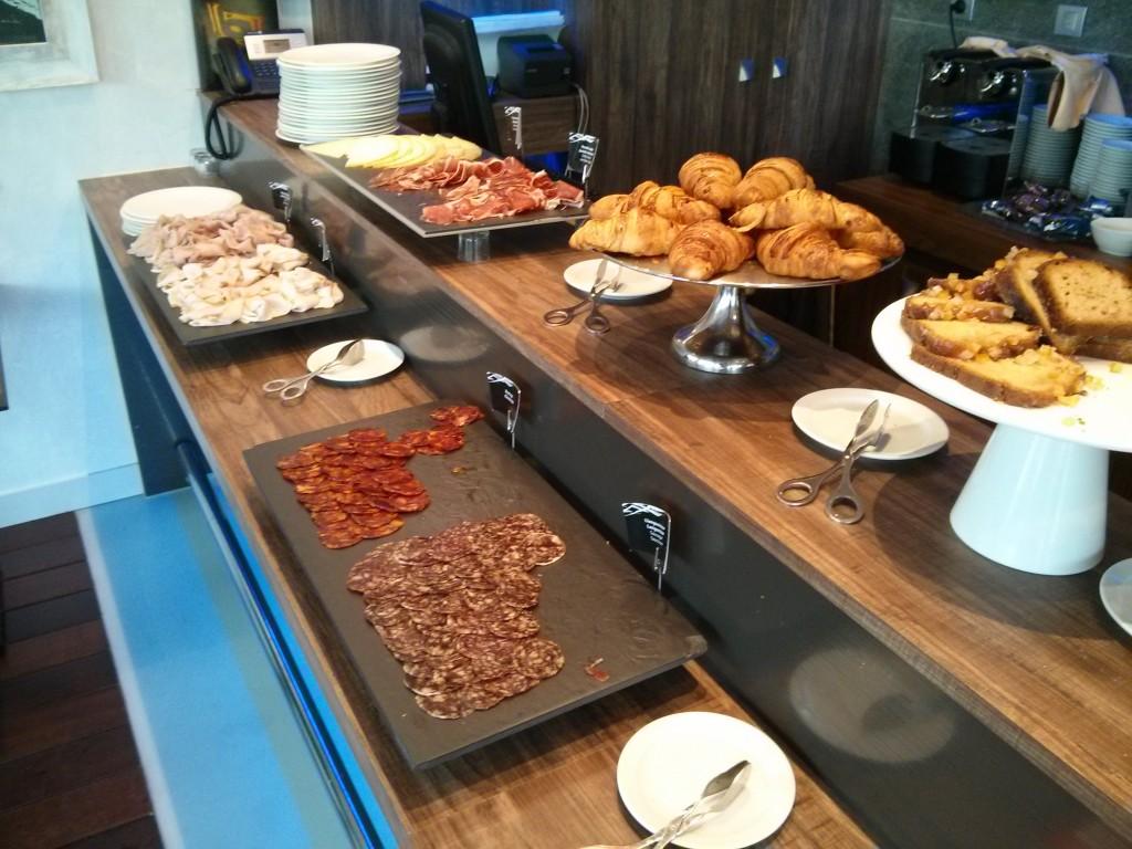 Desayuno buffet en el hotel spa de Sitges