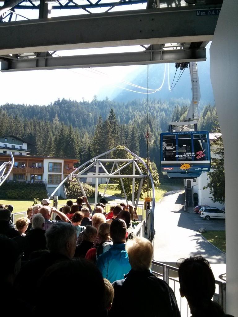 Esperando el teleférico en Ehrwald para subir al Zugspitze