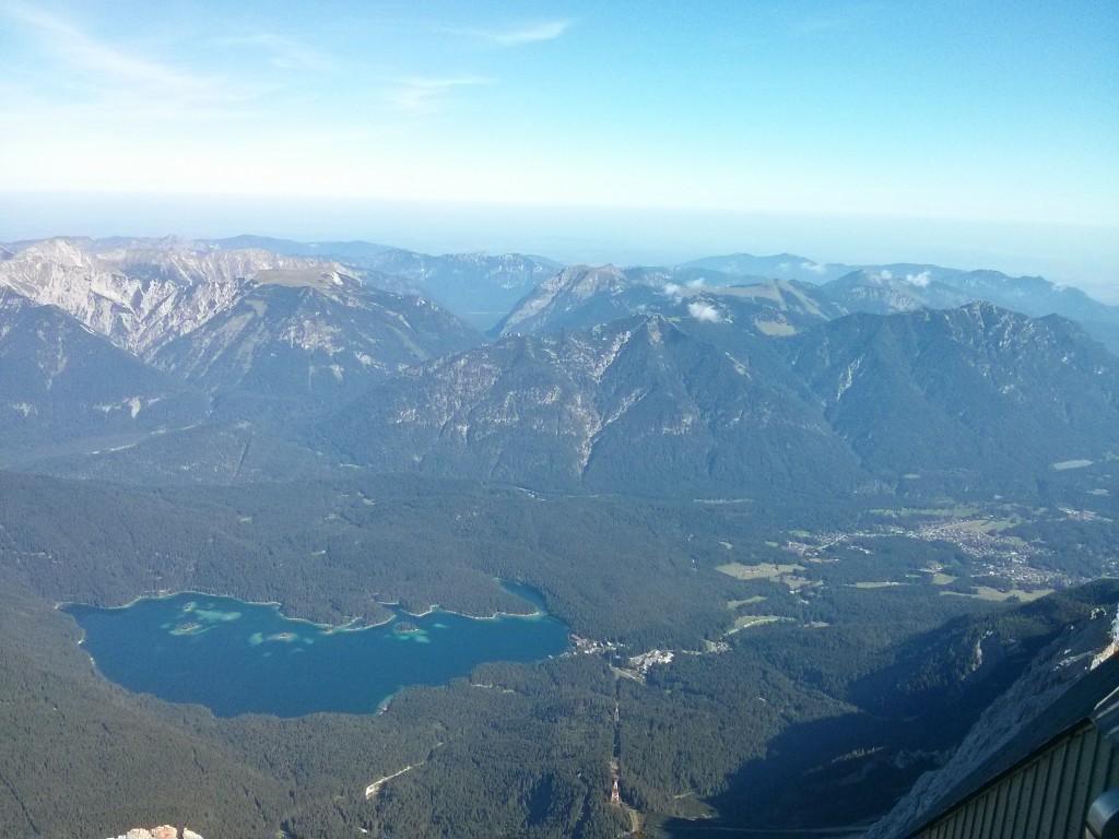Vista del lago Eibsee desde el Zugspitze