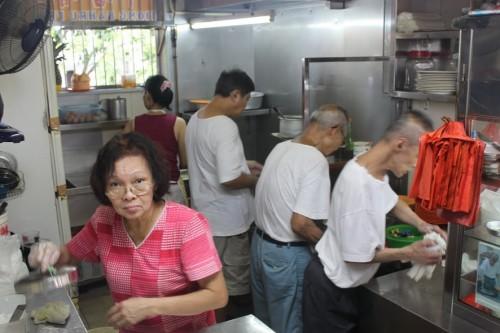 Cocina del famoso Kway Teow de Singapur