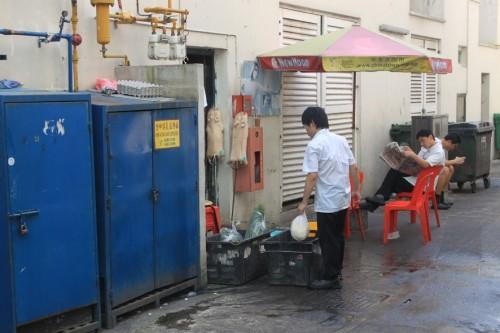 Cocineros haciendo tiempo en Singapur