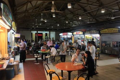 Comiendo en el Maxwell Food Center de Singapur