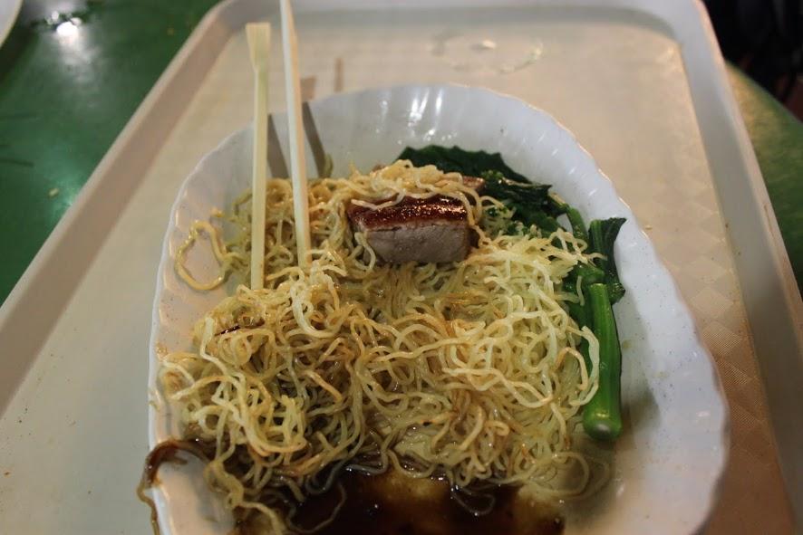 Uno de los famosos platos de noodles del Maxwell Food Center de Singapur