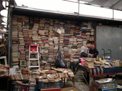 Librería del mercado persa Bio Bio de Santiago de Chile