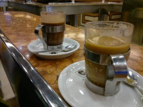 Café con piernas en Santiago de Chile