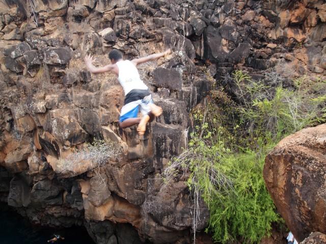 Saltando en Las Grietas de Galápagos