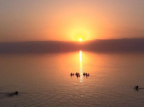 Puesta de sol en el Mar Muerto @tusdestinos