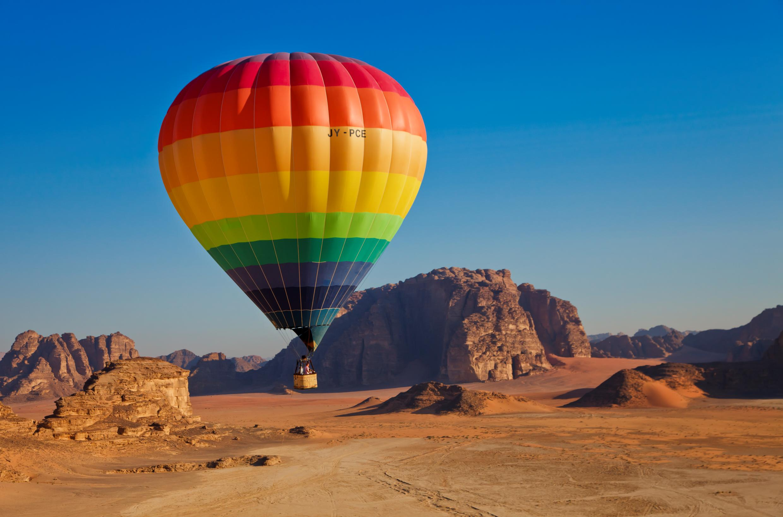 Vuelo en globo en el desierto de Wadi Rum @VisitJordan