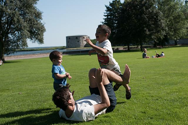 Jugando con mis hijos en Kalmar, Suecia
