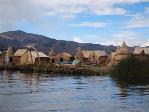 Cabañas de los Uros en el lago Titicaca