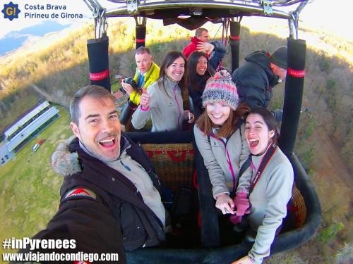 El equipo de bloggers #inpyrenees desde el globo by @viajarcondiego