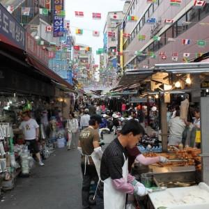 Paseando por un mercadillo en Seúl
