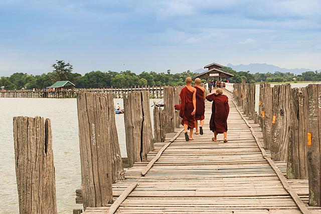 En U-Bain, el puente de teka más largo del mundo