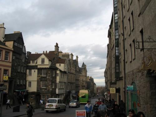 Centro de Edimburgo de camino al Parlamento