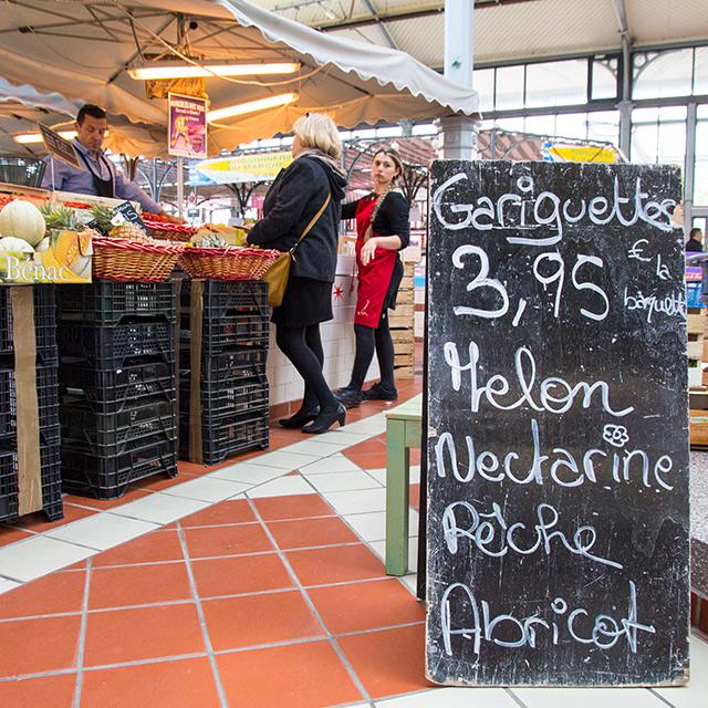 Interior del mercado de Angulema