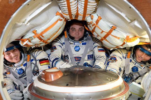Los tripulantes de la ISS-41, volviendo a casa en una Soyuz