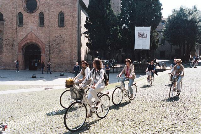 Bolonia, bicis en Piazza Santo Stefano
