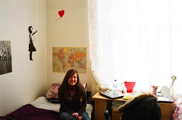 Lara nos recibe en su piso de Londres