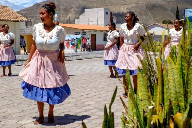 Ecuador Quito - Salinas baila la bomba
