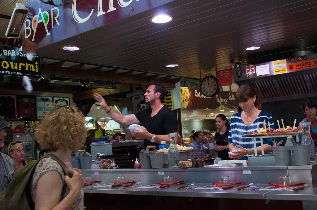 Chez-Bebelle, recepcionando filetes de carne